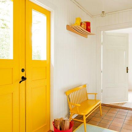 El recibidor de la casa en amarillo